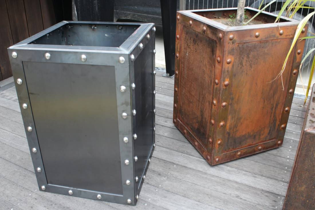 rivet-planter-box